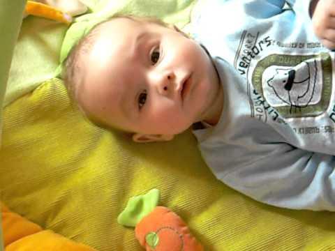 mi bebe hablando solo 4 meses