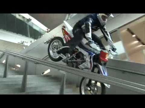 Chris Pfeiffer (1)   -   Motorrad Stunt Video ...............Oeni