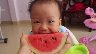 Bé Na học ăn dưa hấu | Vui chơi cùng bé | Mina Big House