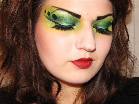 for spooky witch makeup thats sure to impress anyone try this shimmery green look first apply sparkly green eye shadow to your eyelids try urban decay - Eyeshadow For Halloween