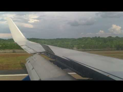 Southwest Airlines B737 700 landing at Nashville International Airport