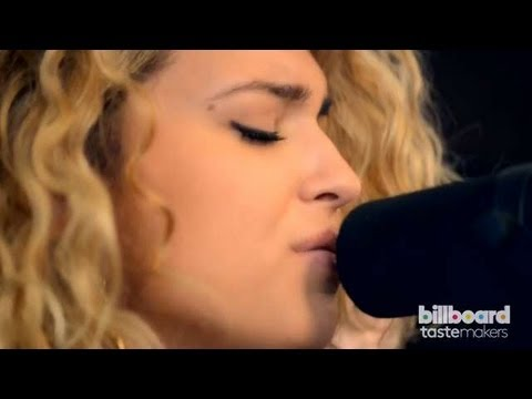Tori Kelly - Eyelashes