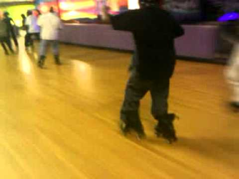 JB Skating Yung JB doin it!! @Skateland