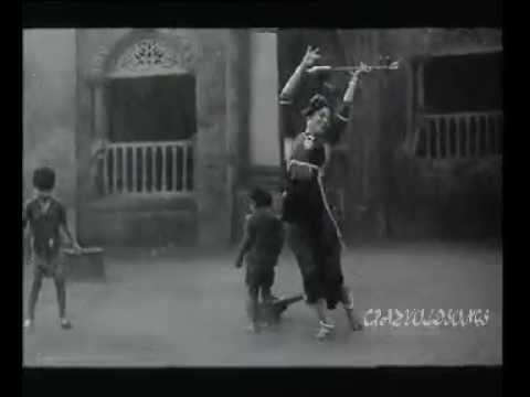 Ho Umar Ghumar Ker -lata -manna Dey -bharat Vyas -vasant Desai ( Do Aaankhein Barah Hath 1957) video