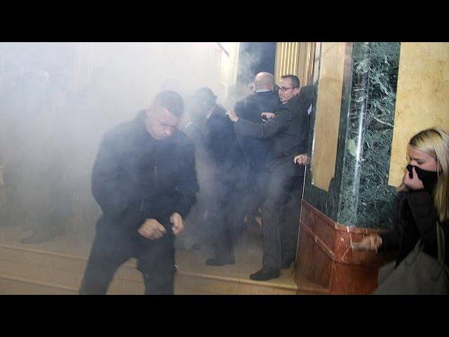 Kosovo: trois députés arrêtés dans un nouvel incident au Parlement