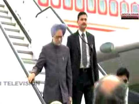 Indian PM Manmohan Singh meets Pakistan's Nawaz Sharif