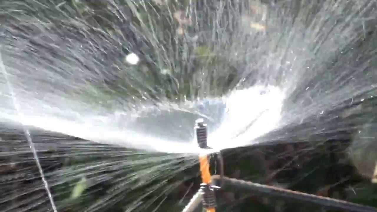 Aspersor caseiro youtube for Aspersor de agua para jardin