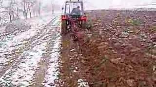 IMT 549 DV ploughing in the snow
