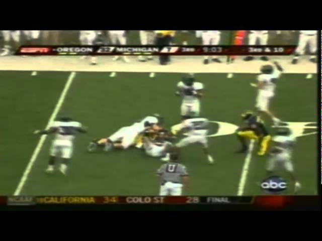 Oregon CB Jairus Byrd intercepts a deflected pass vs. Michigan 9-08-07