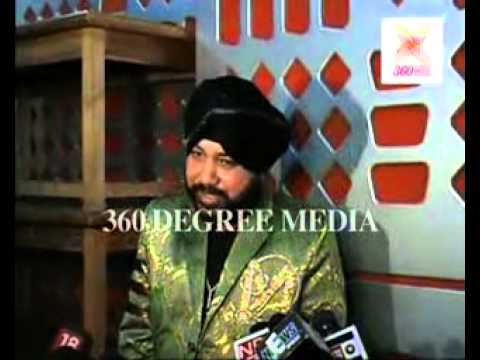 Daler Mehndi sings Har Taraf Tera Jalwa at the song recording...
