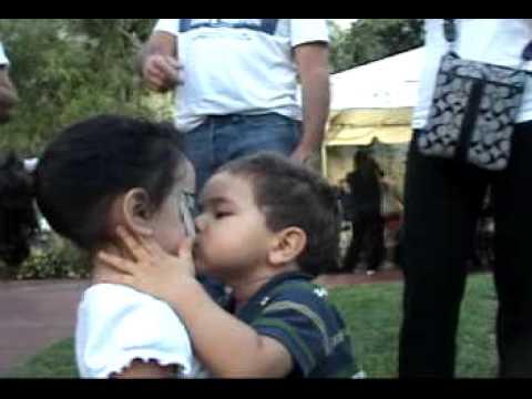ocy besando nenita