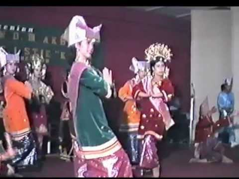 Sofiani Ensemble - Tari Pasambahan ( Welcoming Dance) Padang 1989 video