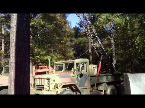 Raising the antenna tower on the 2.5 ton truck