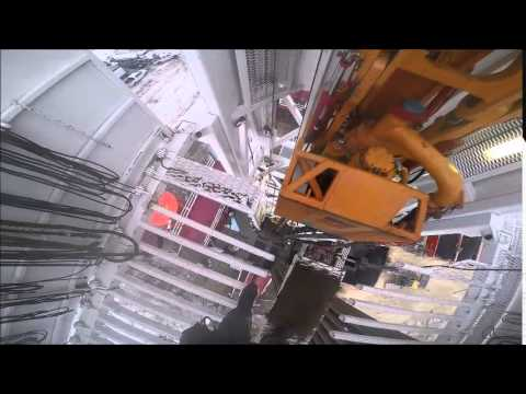 Derrickhand Tripping in hole / Drilling Rig Connection POV