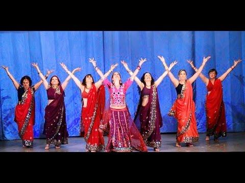 Bianca Surgaly con el grupo avanzado - Bollywood Bole Chudiyan...