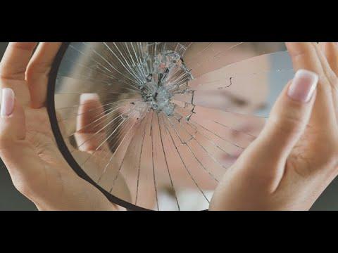 Qu hacer si se rompe un espejo youtube for Espejo que se rompe solo