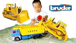 Bé Ben Chơi Xe Ủi Bruder ❤ Đồ Chơi Trẻ Em ❤ Toy bulldozer