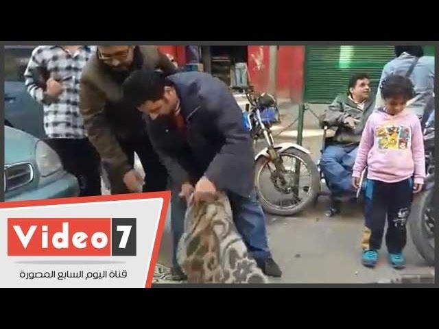 بالفيديو..العشرات من ذوى الإحتياجات الخاصة يعتصمون أمام مجلس الوزراء