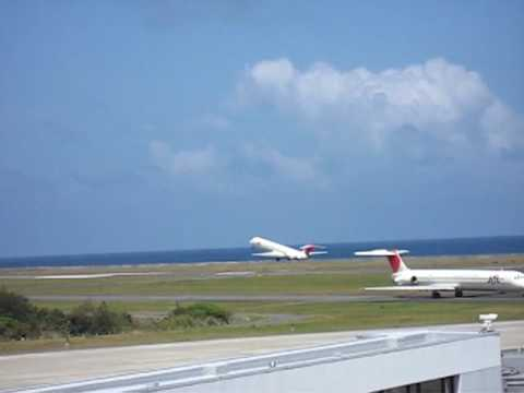 MD81 take off at