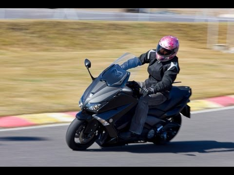 Review   Yamaha T-Max 530 Test