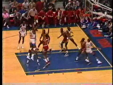 MICHAEL JORDAN: 34 pts vs New York Knicks (1989 ECSF - Game 1)