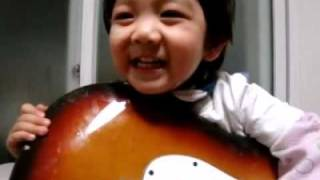 Yoogeun (SHINee Hello Baby) playing guitar and singing