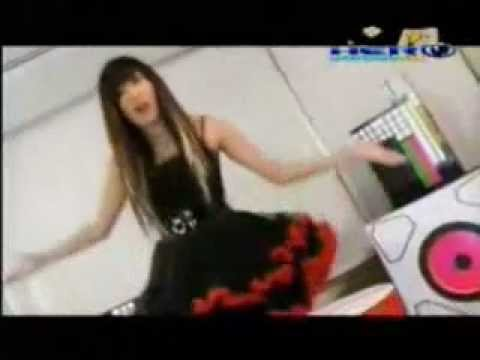 "Myrtle Gail singing and dancing ""scramble"" by yui Horie"