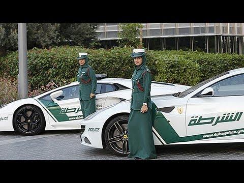 Un Ferrari patrulla las calles de Dubai