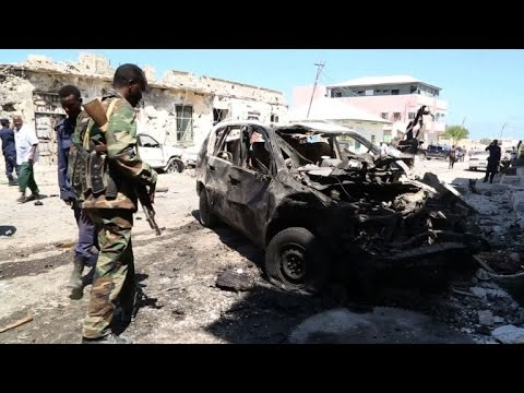 Somalia car bomb blast outside Mogadishu restaurant