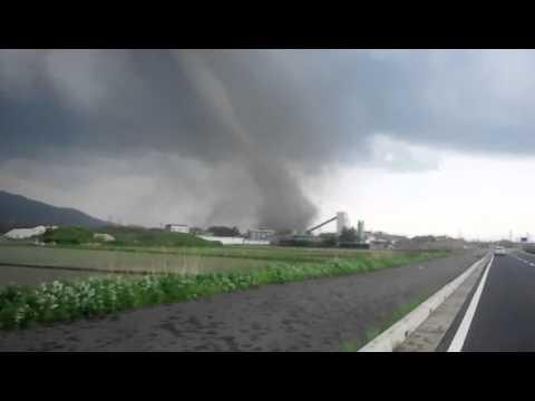 茨城県つくば市目の前を竜巻が通過!