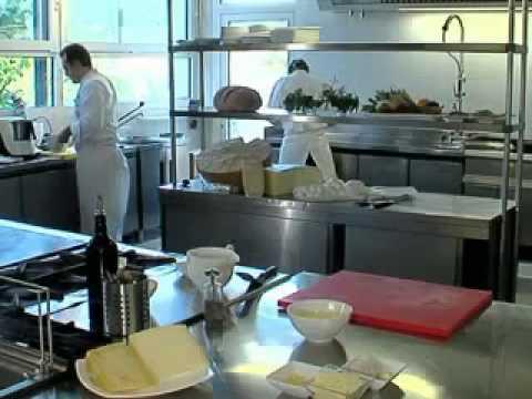Soffici con crema di piselli e aria all'aglio