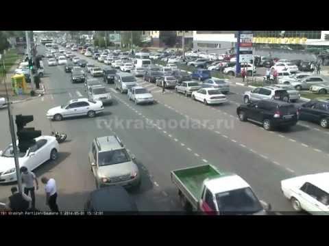 Мотоциклист врезался в авто 01.05.2014