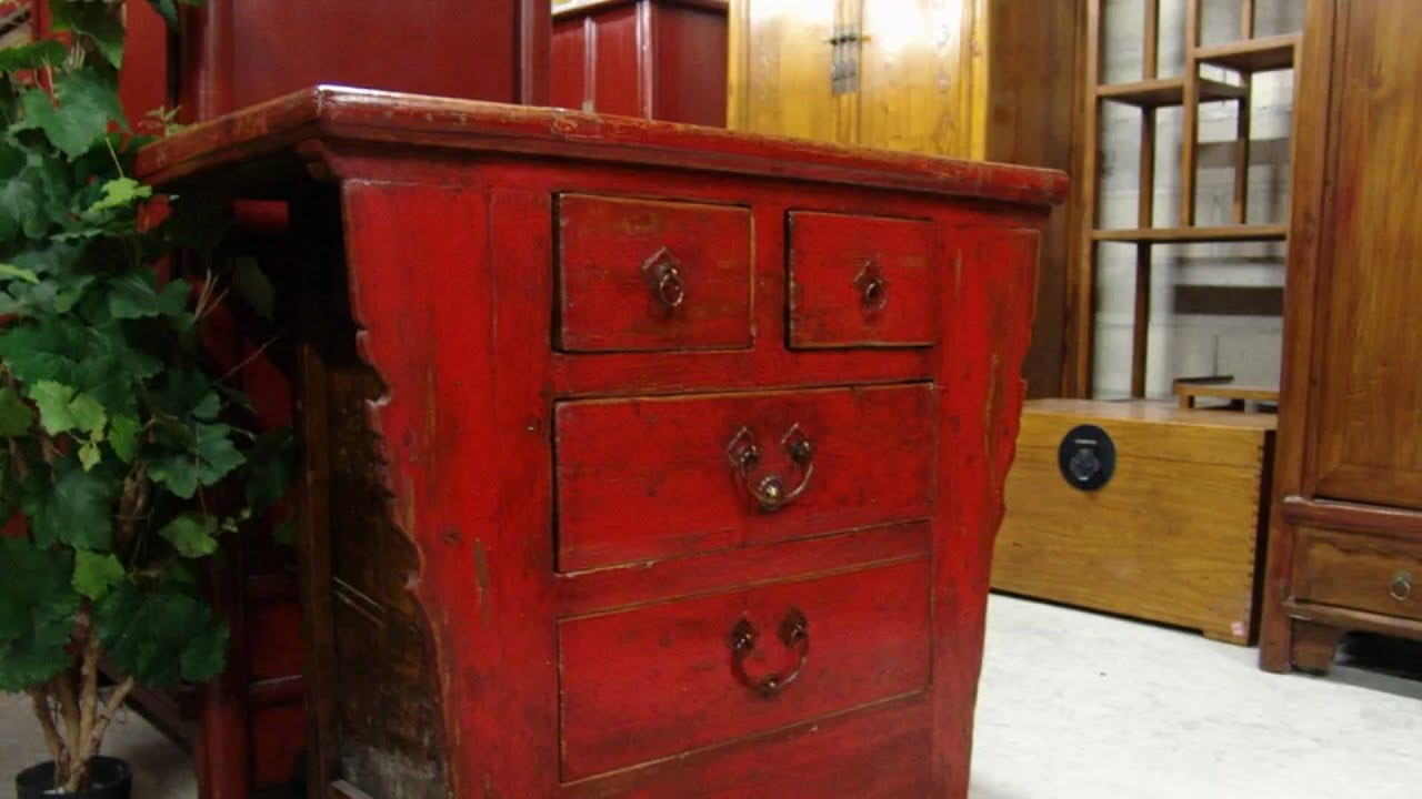 Meuble rouge ancien 100x93x51 youtube for Ceruser un meuble ancien