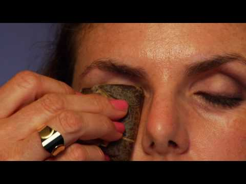 how to get rid of raccoon eyes from makeup
