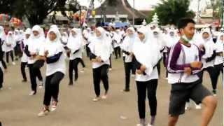 Final GangnamXstyLe SMA N 2 Banguntapan Bantul (Amatir video).Flv