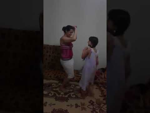 ام فاجره تعلم بناتها الرقص thumbnail