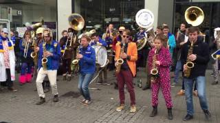 Green Day, Offspring, Macklemore & Linkin Park mashup -Busking in the streets of Dusseldorf, Germany