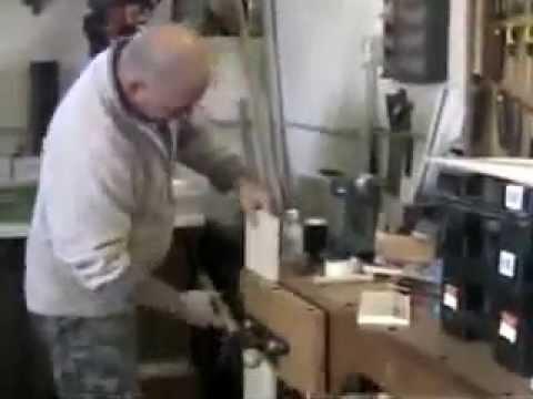 Assemblaggio mobile pensile con spinatrice