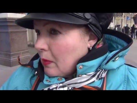 Полиция просит пикетчика НОД отойти на 50 метров от пикета в поддержку Савченко, 19.03.2016, СПб