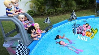 Totoykids Competição 🥇🏆de Natação 🏊♀️👙💦 de Bonecas!!! Meninos vs Meninas! Quem vai ganhar?