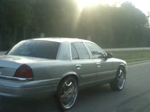 24s DUB Floaters on Crown VIC