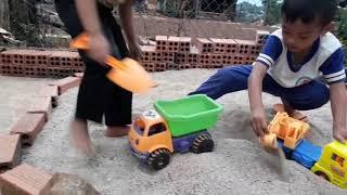 Trò chơi xúc cát,xe ôtô, máy xúc, cần cẩu ,đồ chơi cho bé