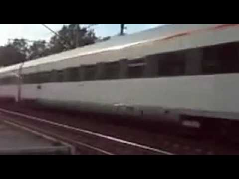 Украинский поезд обгоняет Хюндай