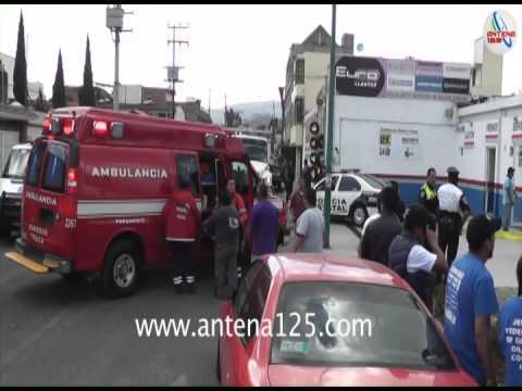 Muere al caer de puente peatonal en Toluca