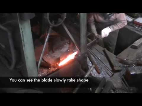 Making Japanese knives - knife forging by Master Blacksmi...