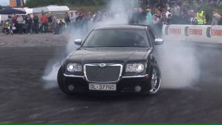Chrysler 300C Burnout