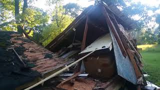 Exploring an Badly Damaged House (Retro Technology Found)