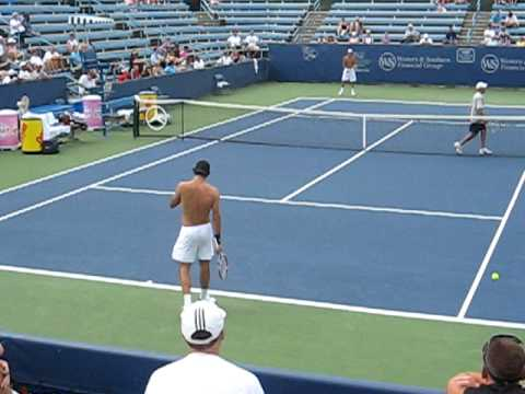 Roger Fedrerer & Tommy Haas practicing shirtless at the Cincinnati Tournament in July 2008 Video