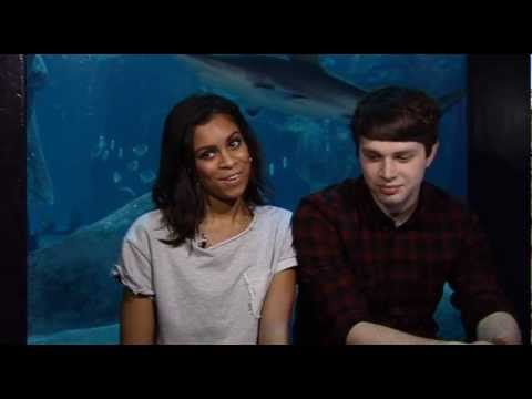 AlunaGeorge visit the London Aquarium