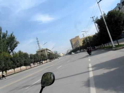 Motorbike taxi avec Aurelien en Kashgar
